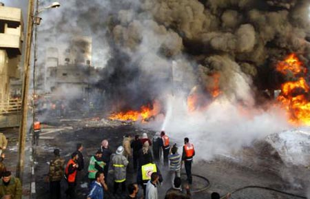 Gedung Yang Terbakar Akibat Serangan Rudal Israel