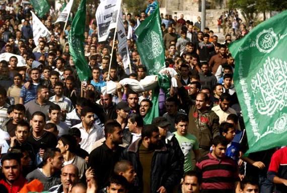 Warga-Palestina-membawa-salah-satu-jenazah-menuju-tempat-pemakaman-di-Gaza-City-Reuters-Mohammed-Salem