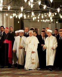 Paus Benediktus XVI melakukan Kunjungan pertama kalinya Paus Vatikan Katolik Roma ke Masjid Biru