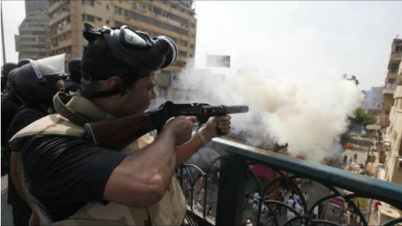 Militer Mesir Membubarkan Paksa Demonstran Damai Pro Mursi dgn Senjata